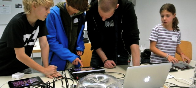 Workshop «Spielspass und Komposition mit iPad/ iPhone» by Daniel Sommer